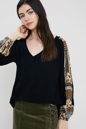LINDSEY PRINTED SLEEVE TOP BLK