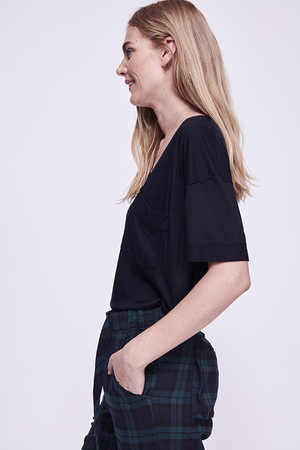FREE PEOPLE OVERSIZED POCKET TEE BLK-