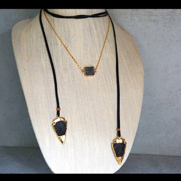 NATURAL STONE ARROWHEAD NECKLACE