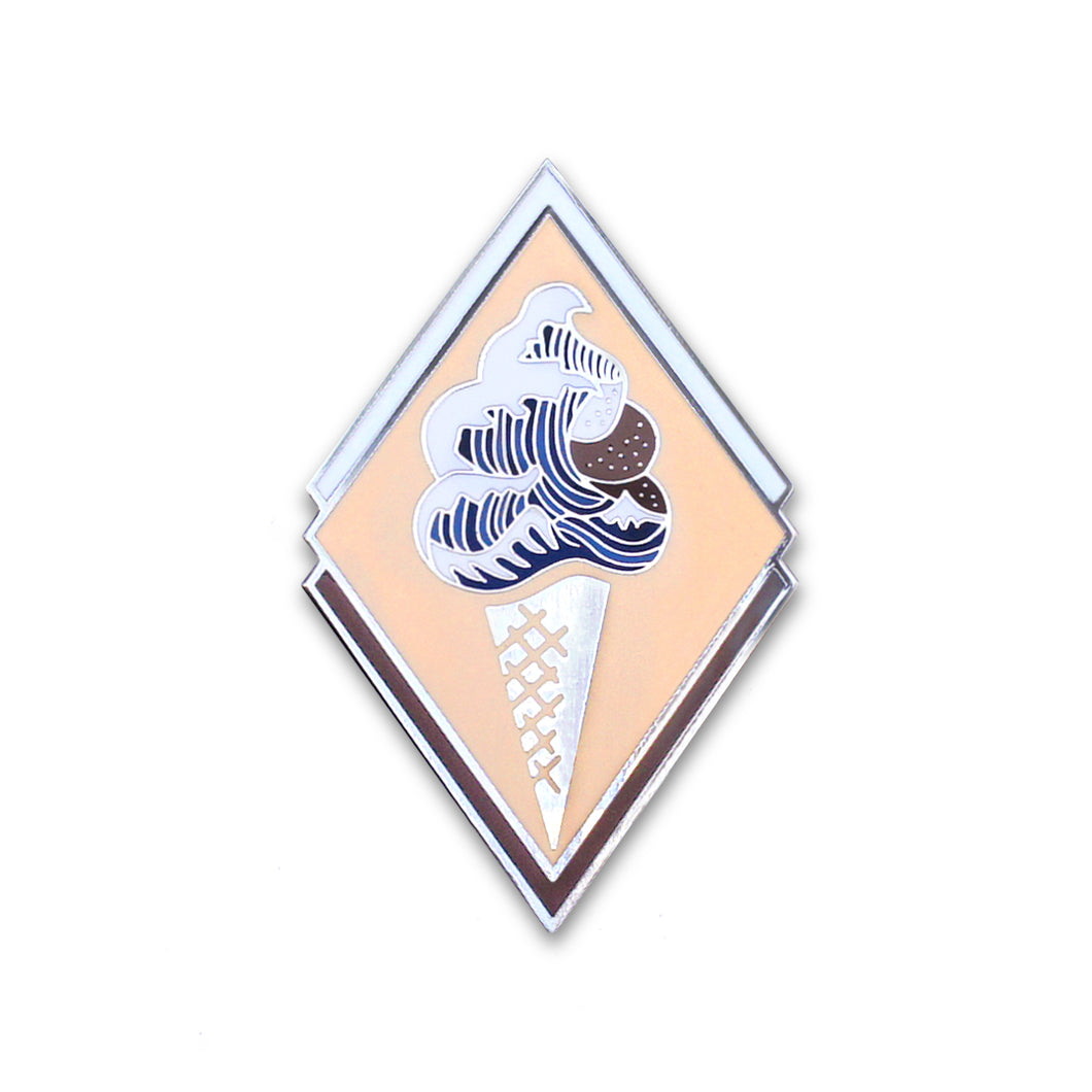 The Great Wave of Ice Cream - DORRARIUM Lapel pin vintage surplus