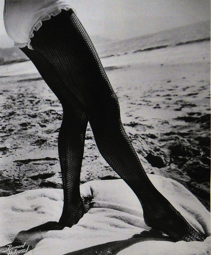 Lorraine Crawford (1945), Leg in stocking
