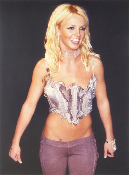Britney Spears in stahe outfit (cropped top and trousers)