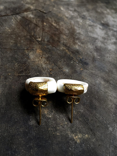 Toea Shell & 22K Gold Earrings