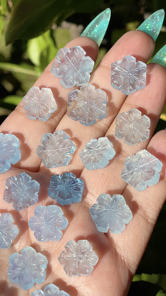 Load and play video in Gallery viewer, Carved Mini Aquamarine Snowflake (1)