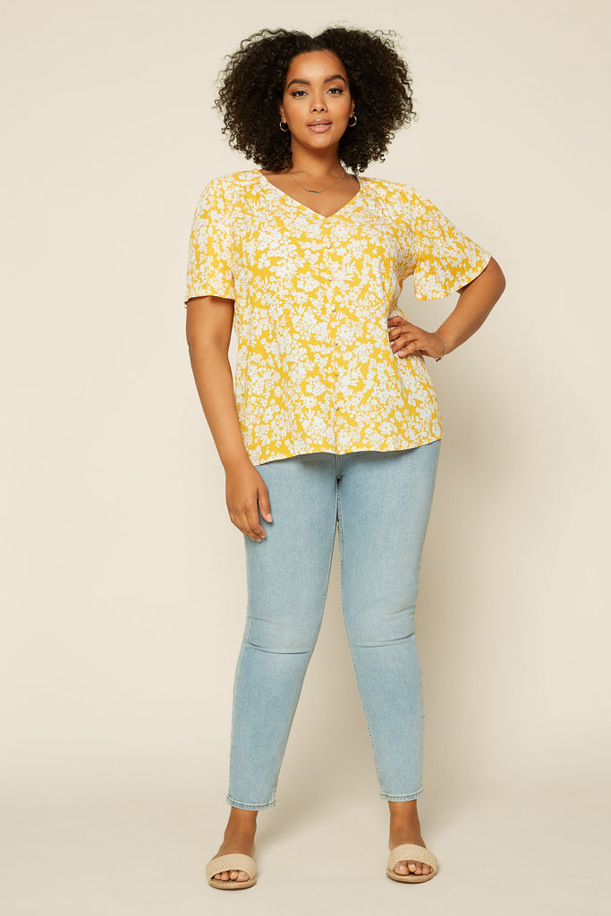 Plus Size - Floral Button Detail Top