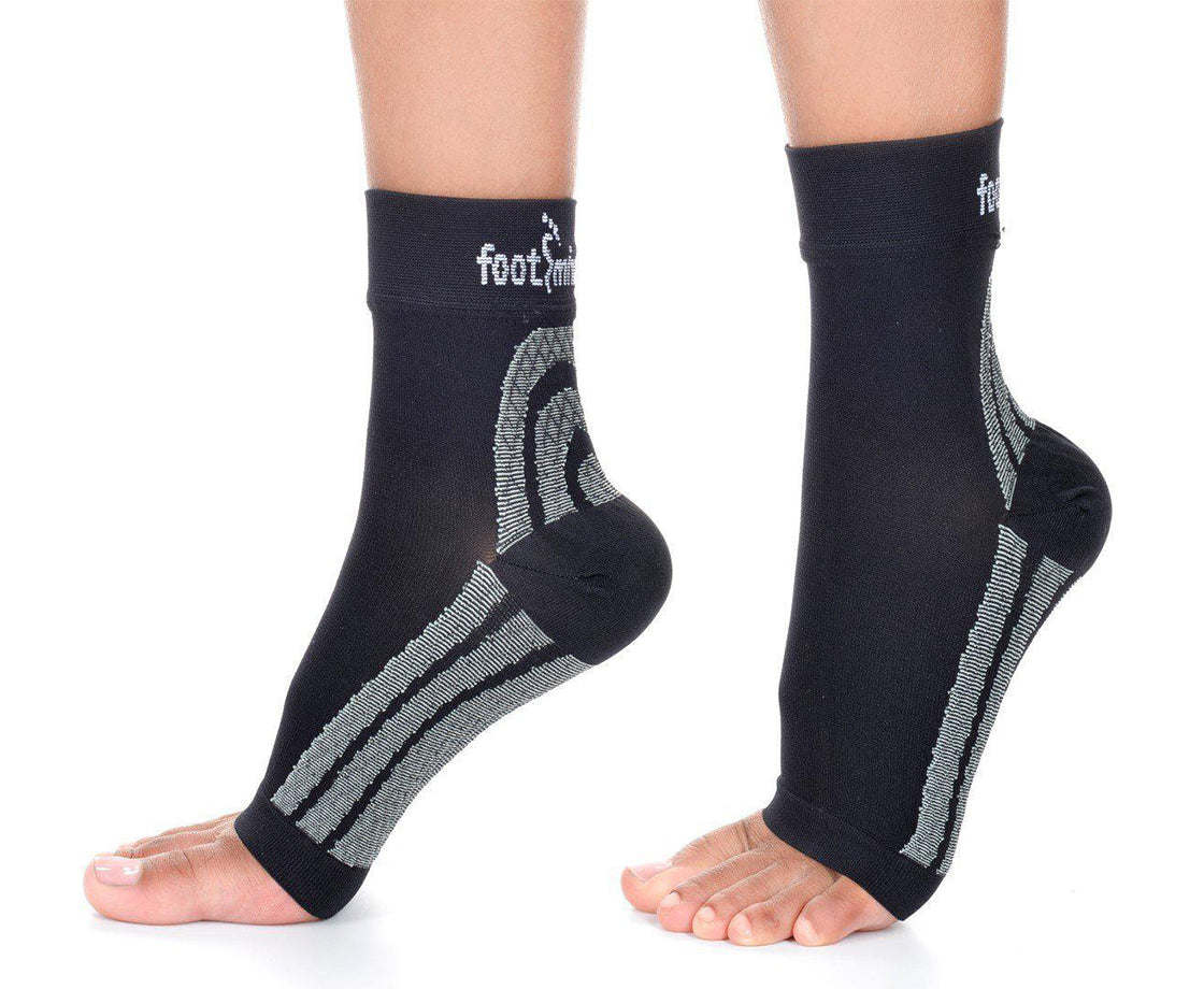 Footminders Plantar Fasciitis Compression Socks/Sleeves (Pair) - Relieve foot and heel pain due to flat feet or heel Spurs