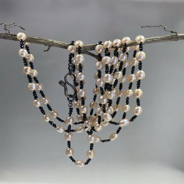 Black spinel and fresh water pearl necklace