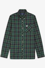 Load image into Gallery viewer, Fred Perry - Reissue M7307 Tartan Shirt in Green