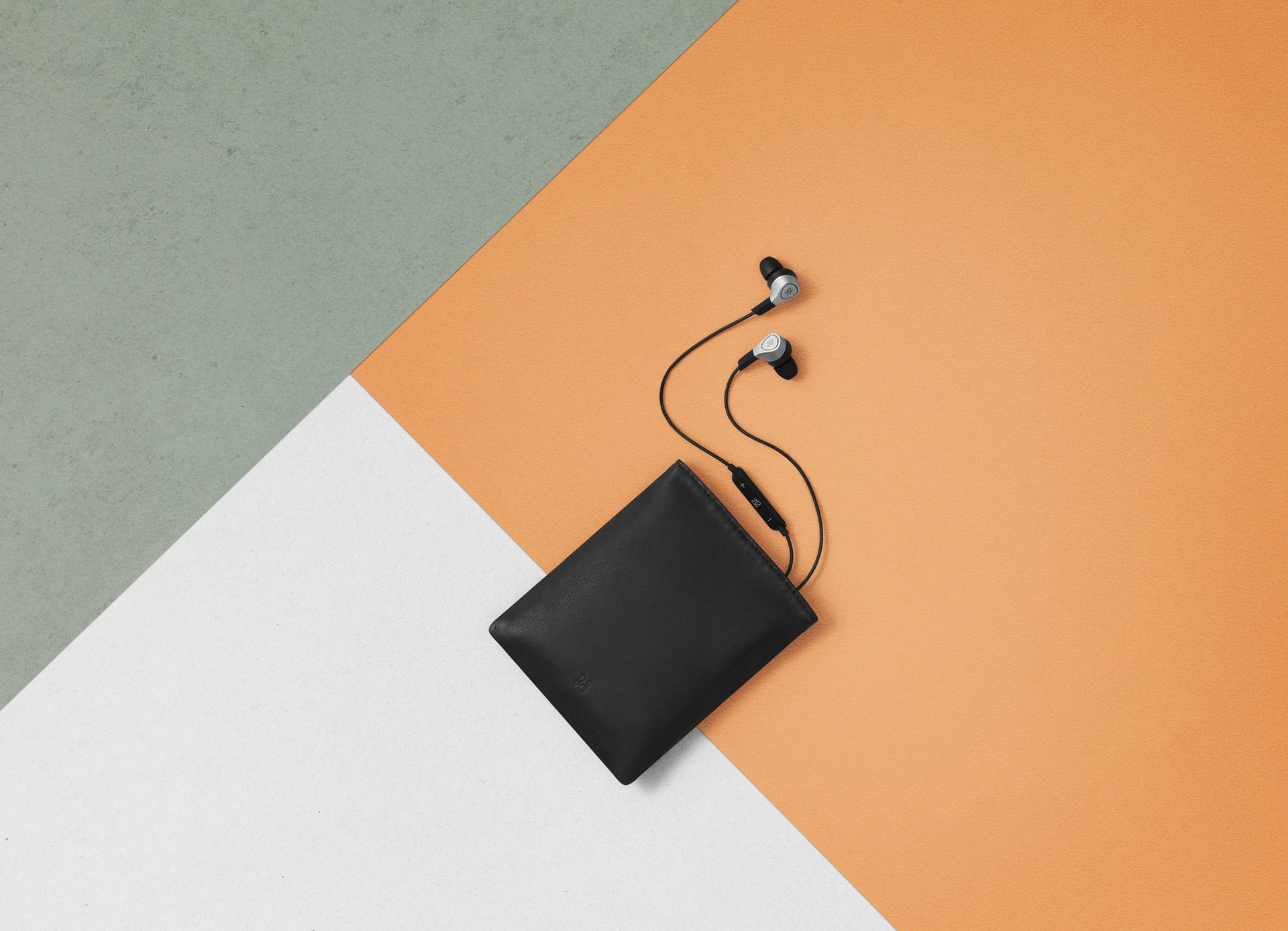 Leather pouch for earphones