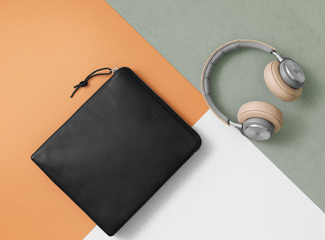 Leather bag for your headphones