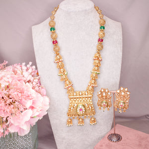Umati Kundan Statement Pendant Set