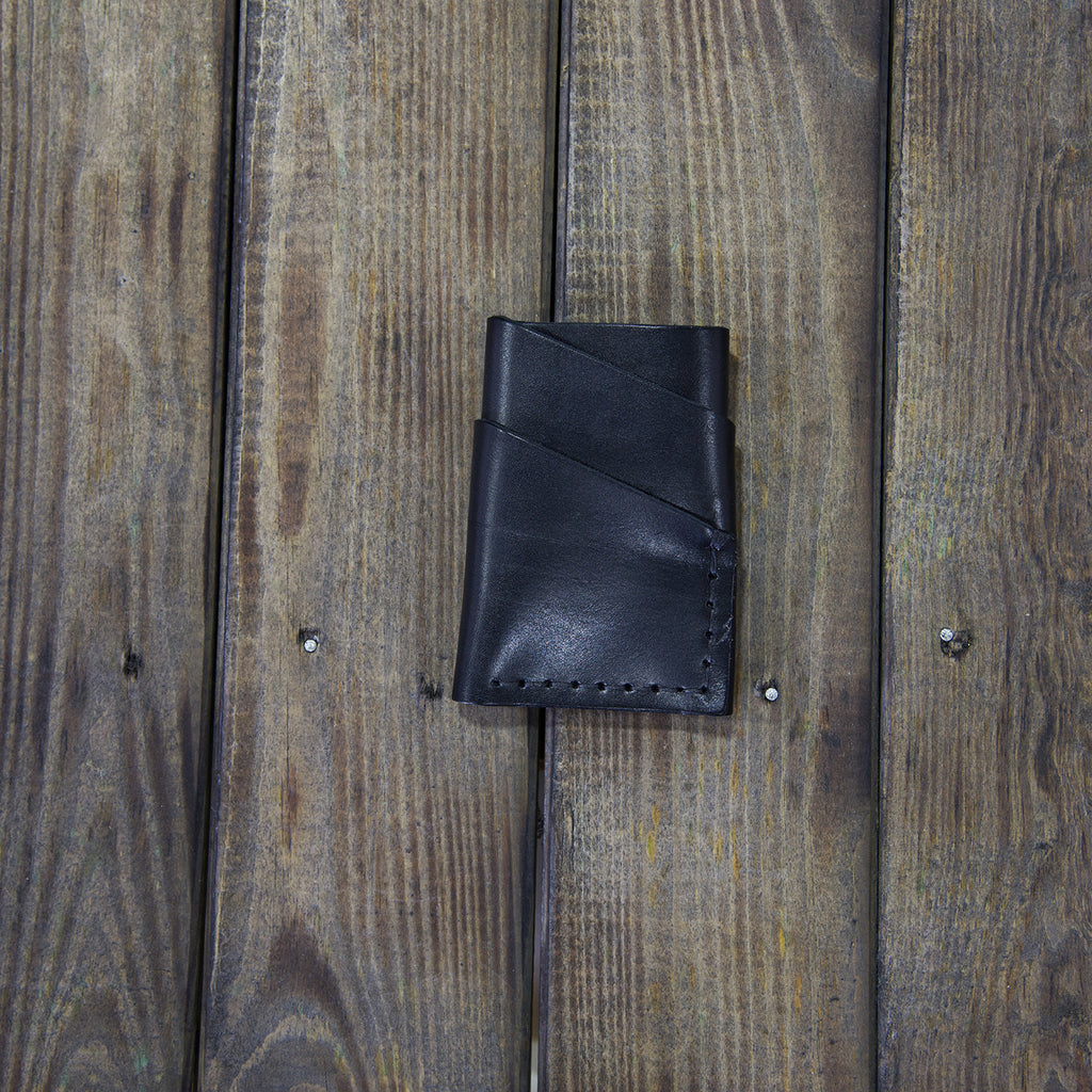 BLACK LEATHER TWISTED CARD HOLDER L102