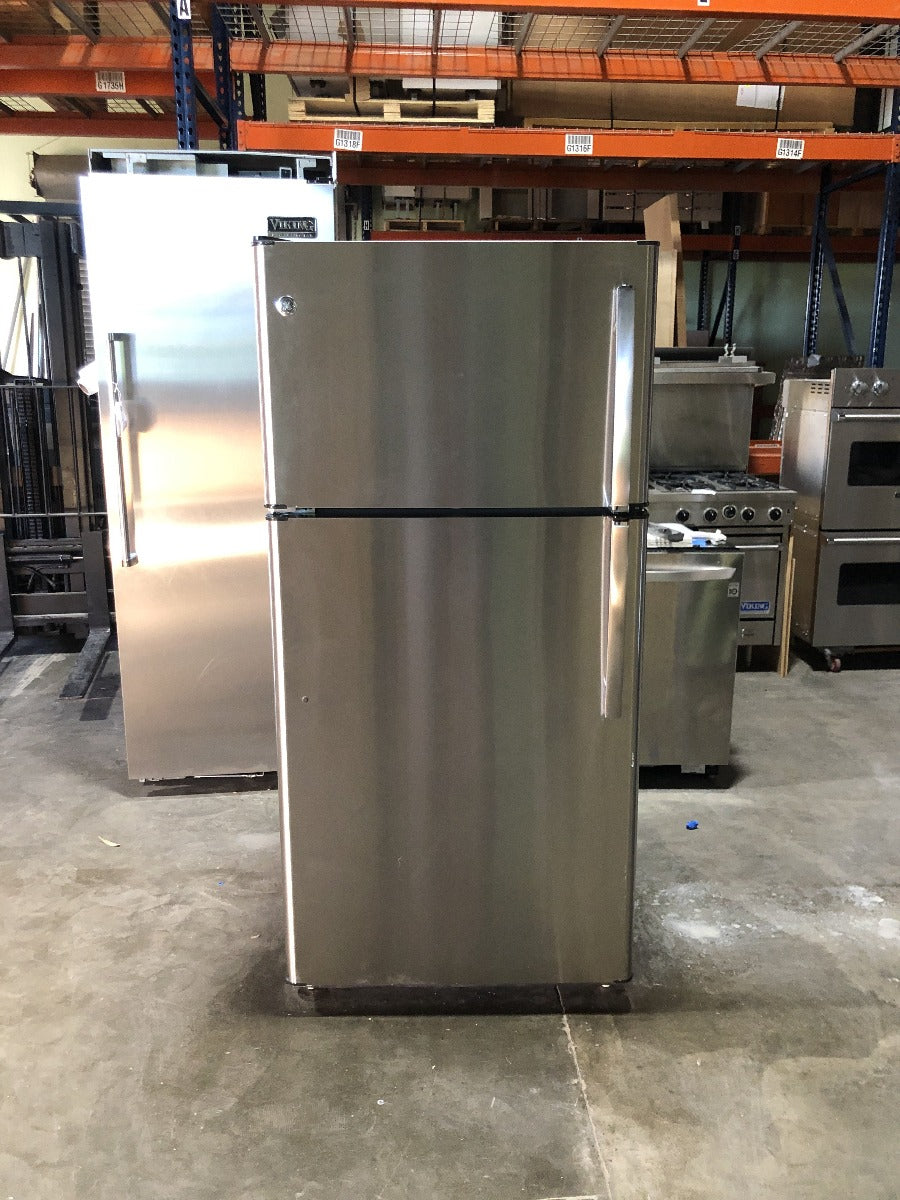 "GE 31"" Top Freezer Refrigerator"