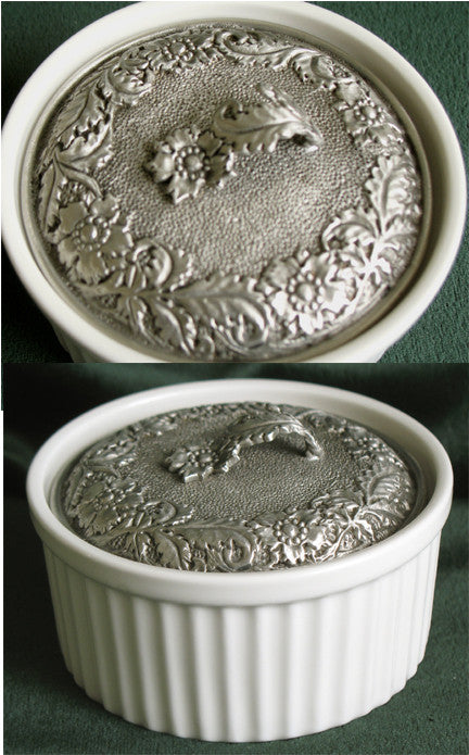 (P) Pewter Decorated Porcelain Jewelry Box 9.2 x 9.2 x 5.0 cm C1-1801JB