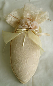 Sachet Pillows Cream (B) Vanilla Scent 22cm x 9cm x 7cm
