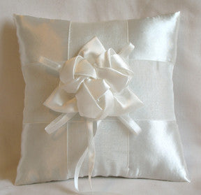 (W) Wedding P - Three Roses Ring Bearer Pillow - Ivory - RPI97805-T