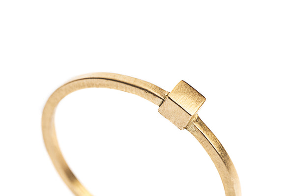 In Gold Ring 01