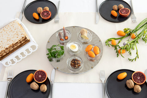 2019 Seder table setting - trendy, minimalist modern Judaica
