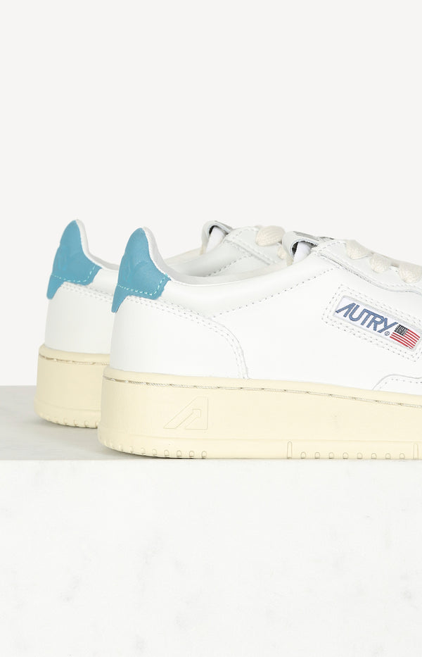 Sneaker 01 Low Nubuck in Weiß/Baby BlueAutry - Anita Hass