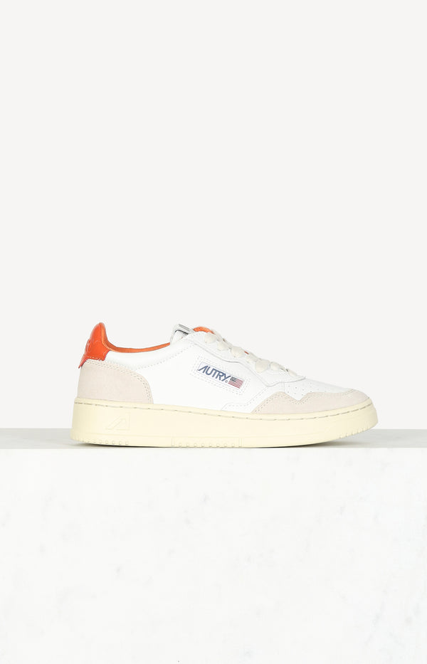 Sneaker 01 Low Suede in Weiß/OrangeAutry - Anita Hass