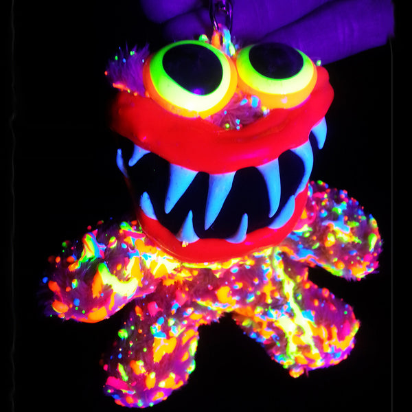 COUCHUK - UV REACTIVE - BEAR KEYRING - Clubwear - PLUR - Rave clothing