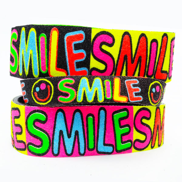 COUCHUK - UV REACTIVE - SLOGAN BANDS SMILE REGULAR - Clubwear - PLUR - Rave clothing