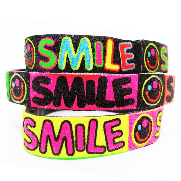 COUCHUK - UV REACTIVE - SLOGAN BANDS SMILE THIN - Clubwear - PLUR - Rave clothing