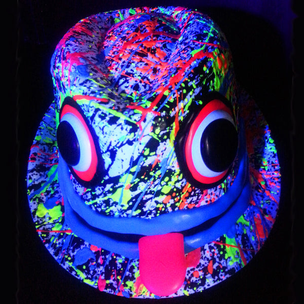 COUCHUK - UV REACTIVE - ART ON TRILBY WHITE PINK TONGUE/BLUE LIPS - Clubwear - PLUR - Rave clothing