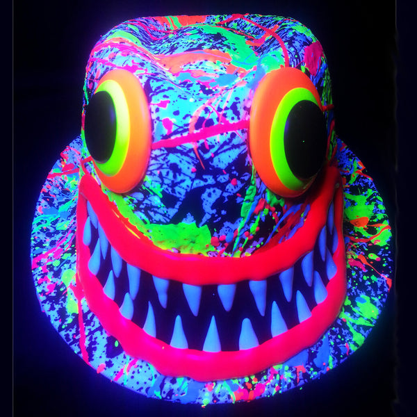 COUCHUK - UV REACTIVE - ART ON TRILBY WHITE RED LIPS/TEETH - Clubwear - PLUR - Rave clothing