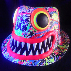 ART ON TRILBY WHITE RED LIPS/TEETH