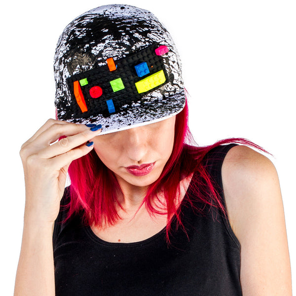 COUCHUK - UV REACTIVE - BLOCK CAP WHITE - Clubwear - PLUR - Rave clothing
