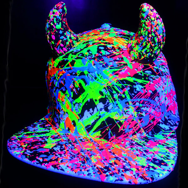 COUCHUK - UV REACTIVE - HORN FLATPEAK CAP WHITE - Clubwear - PLUR - Rave clothing