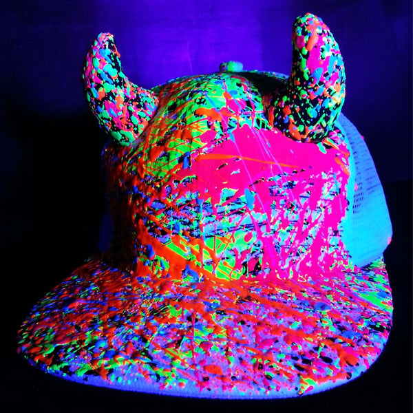 COUCHUK - UV REACTIVE - HORN TRUCKER CAP WHITE - Clubwear - PLUR - Rave clothing