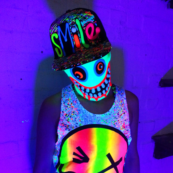 COUCHUK - UV REACTIVE - SMILE TRUCKER CAP WHITE - Clubwear - PLUR - Rave clothing