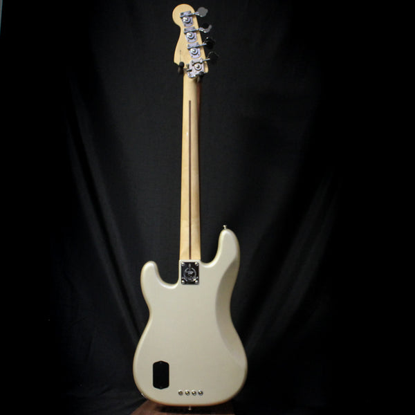Used 2011 Fender Deluxe Series Precision Bass Special w/ Case - Blizzard Pearl 011820