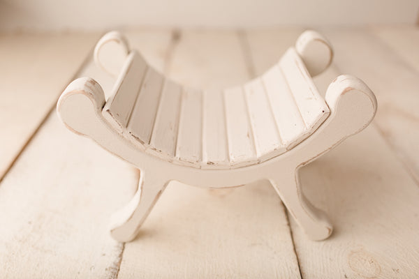 The Itty Bitty Curved Bench