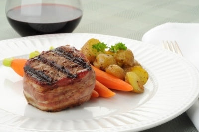 Grilled Beef Tenderloin Steak Wrapped in Bacon [Recipe]