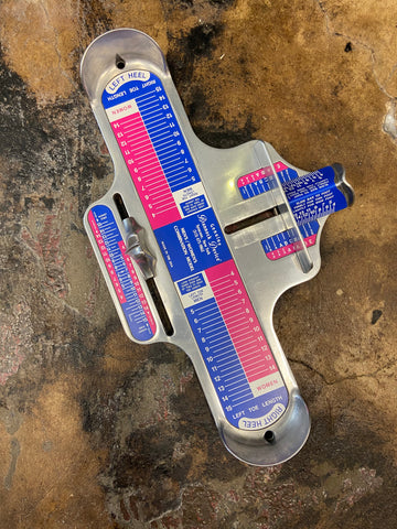 How to measure shoe size - Brannock Device