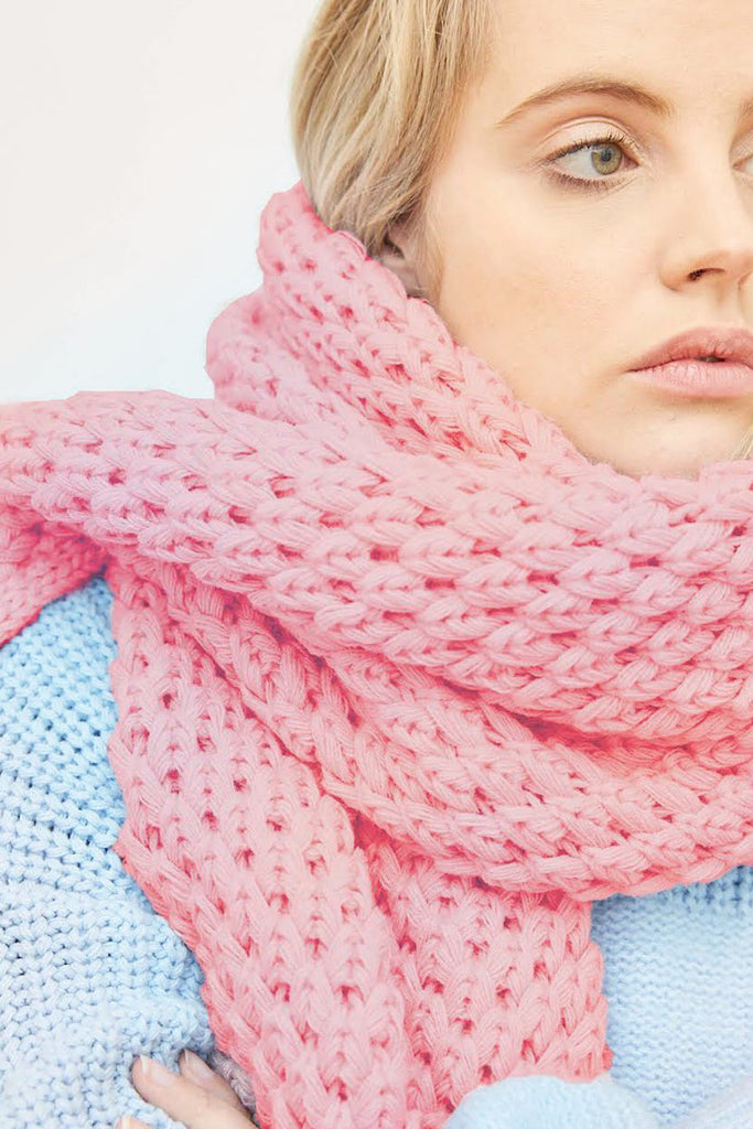 Ayla Chunky Knitted Scarf | Pink