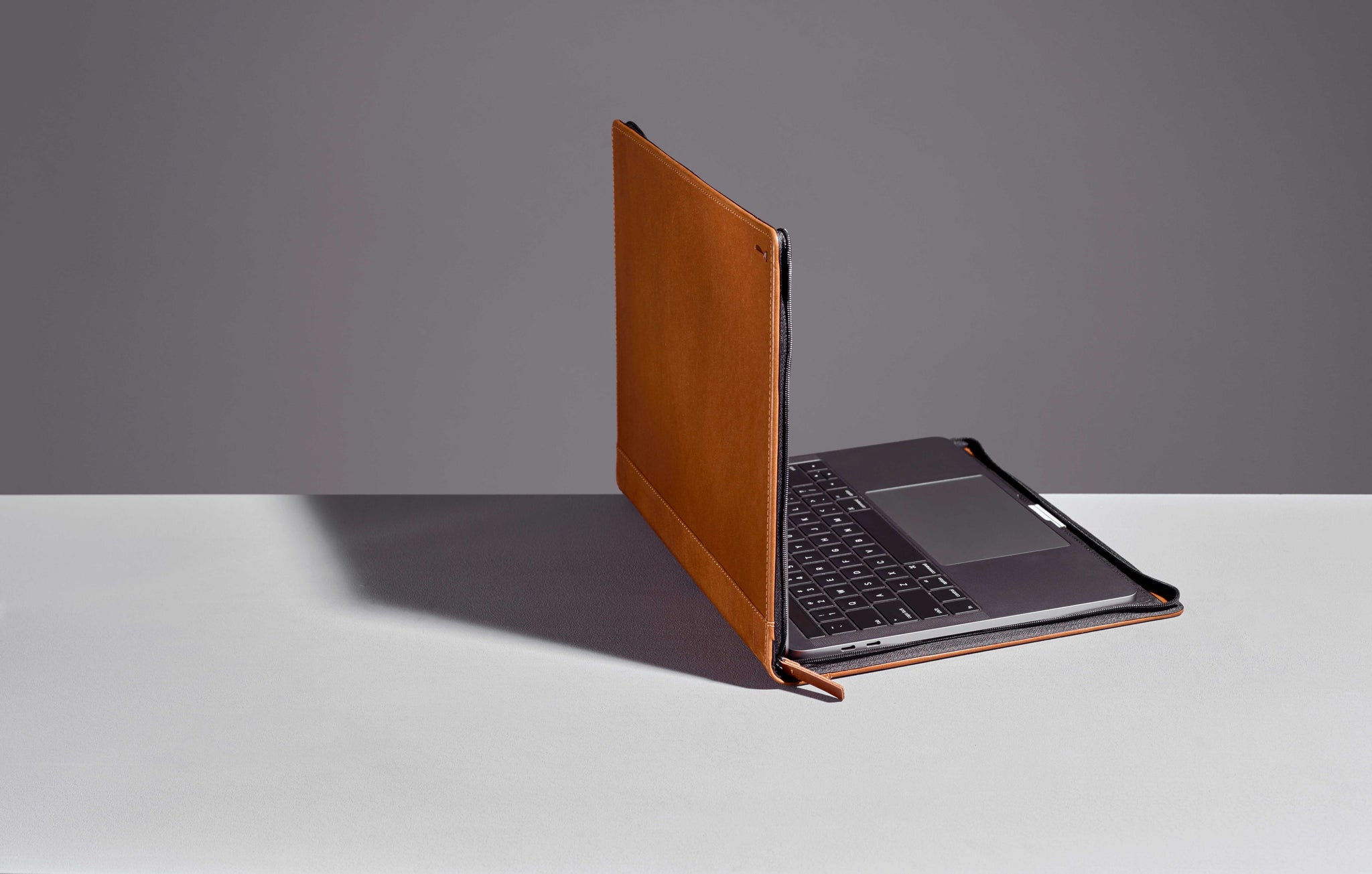 "Twelve South Journal for 13"" MacBook Pro / Air (USB-C) - Cognac"
