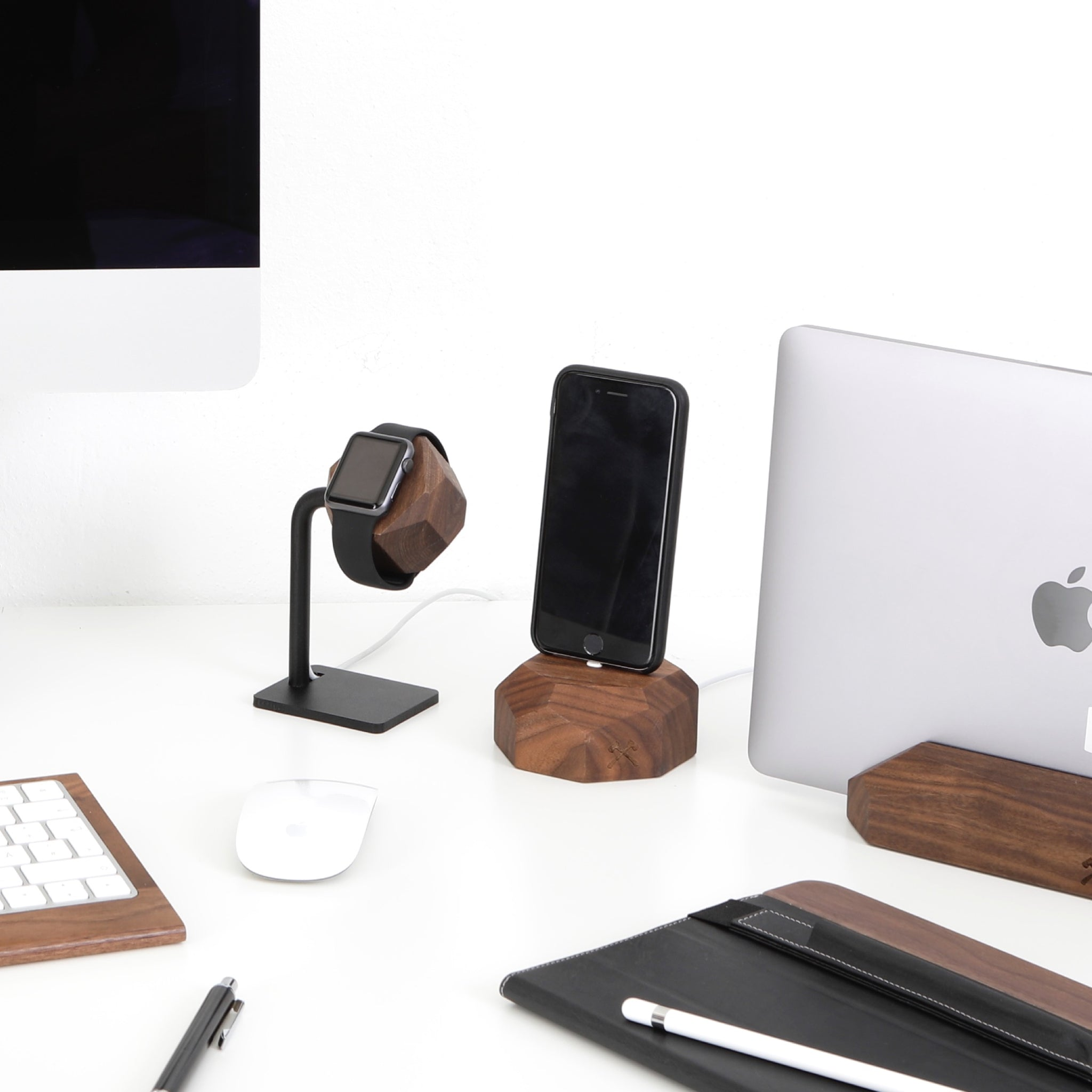 Woodcessories EcoDock for iPhone - Walnut
