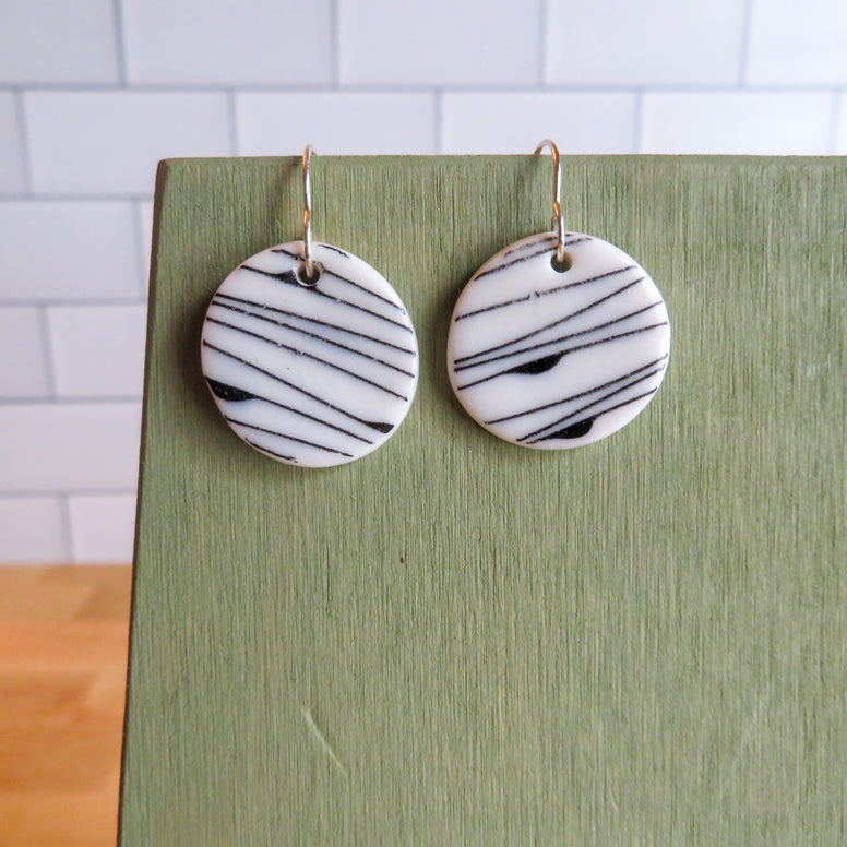 Simple Lines Earrings in Black