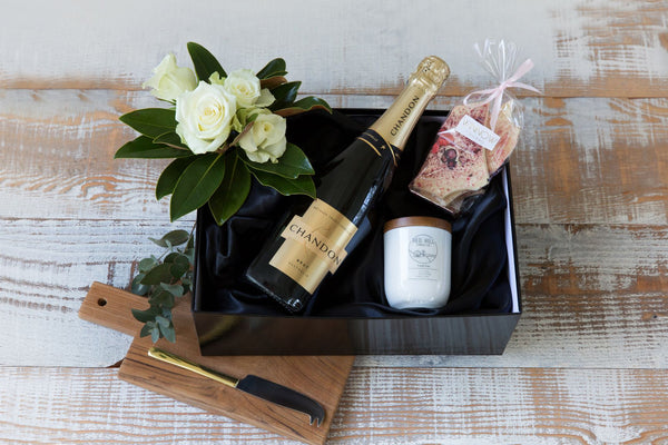 Nibbles and Drinks - Luxury Hampers