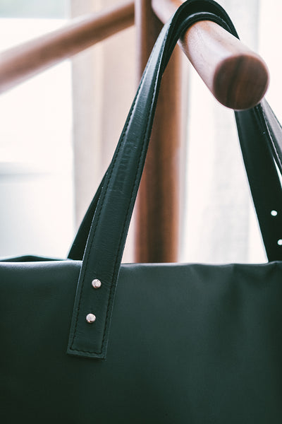 Francis - The Classic Handbag in Black Leather