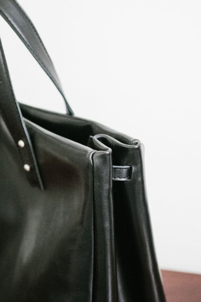 Francis - The Classic Handbag in Black Leather / Petit