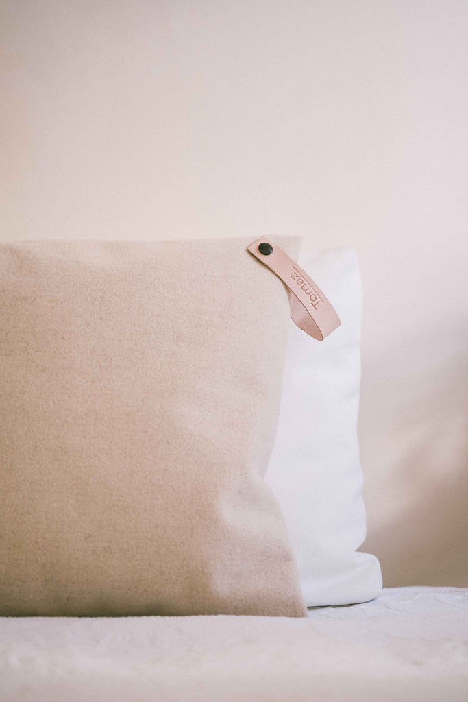Emes - Minimal Cozy Cushion