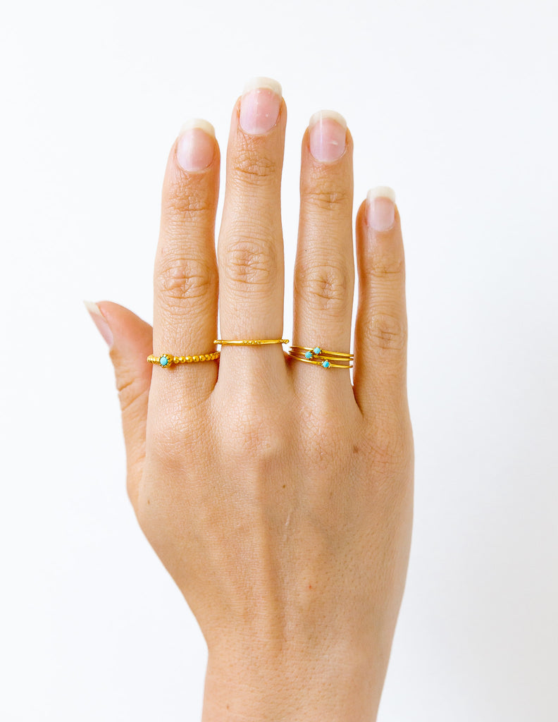Fine-line gold ring