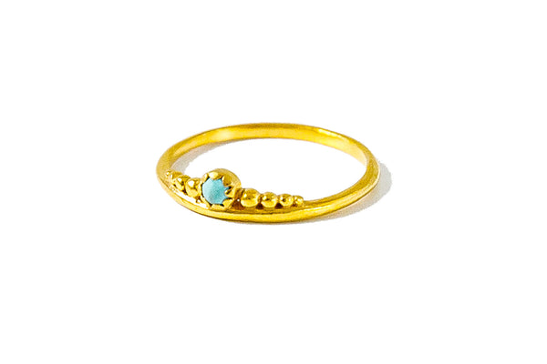 Queen gold ring