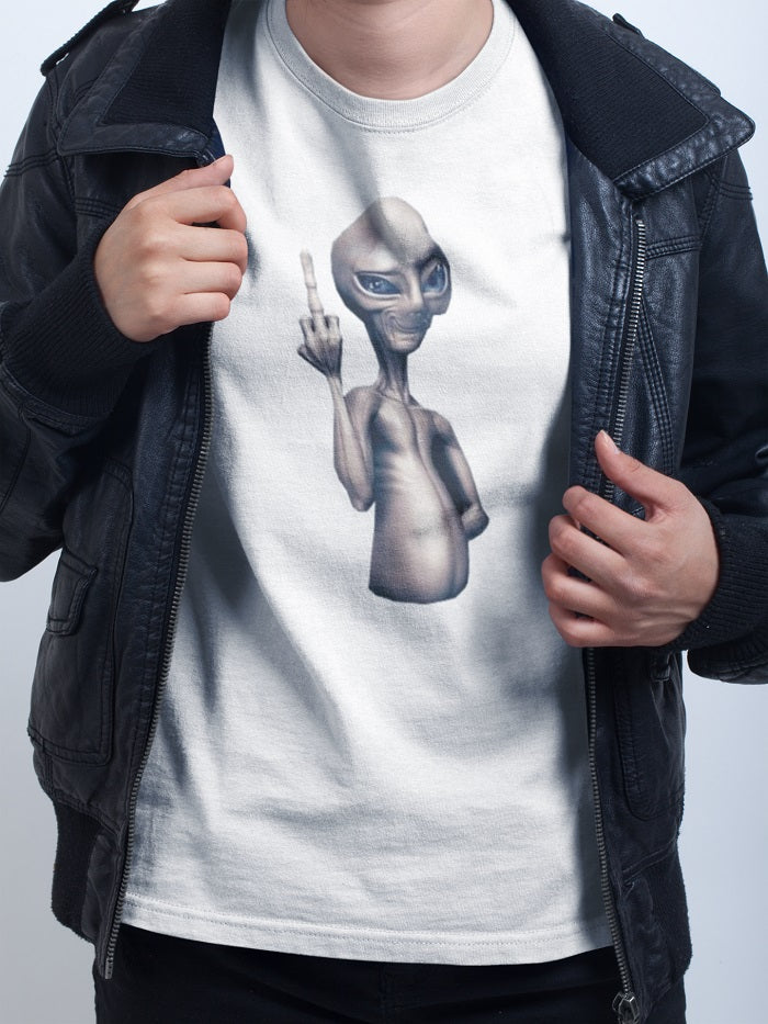 Alien showing middle finger T-shirt - Urbantshirts.co.uk