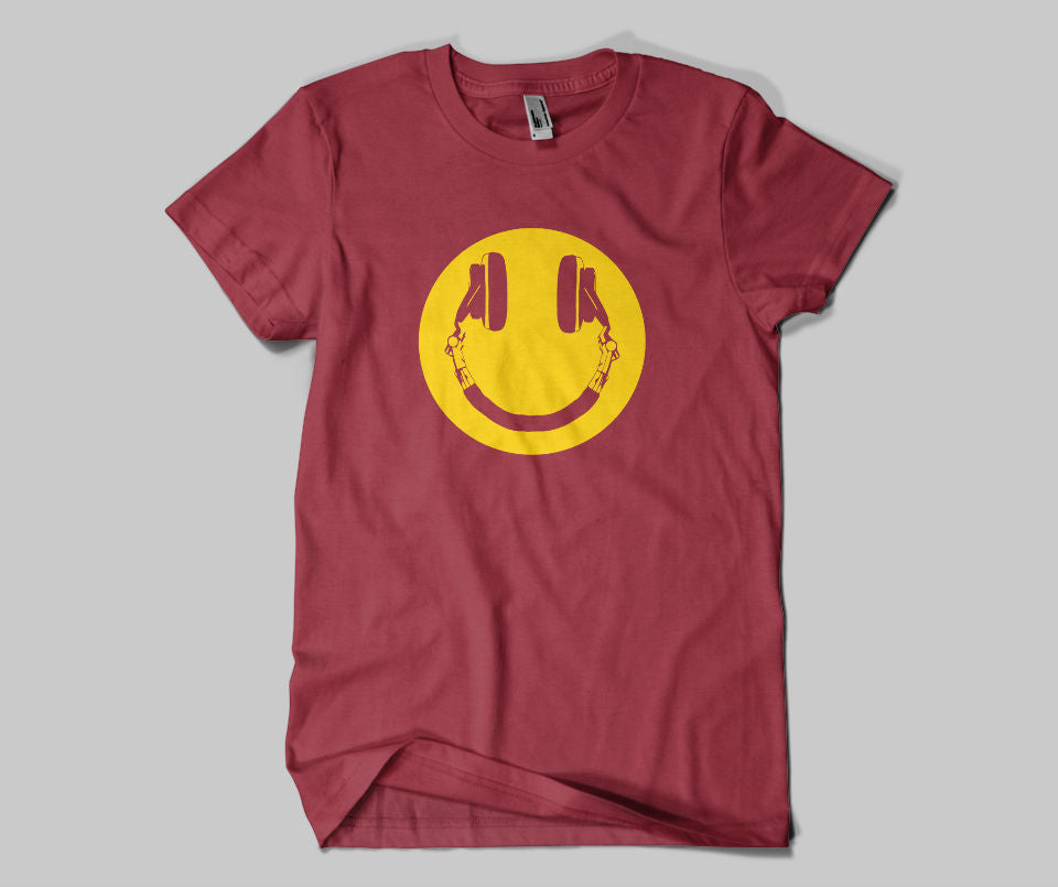 Smiley headphones T-shirt - Urbantshirts.co.uk